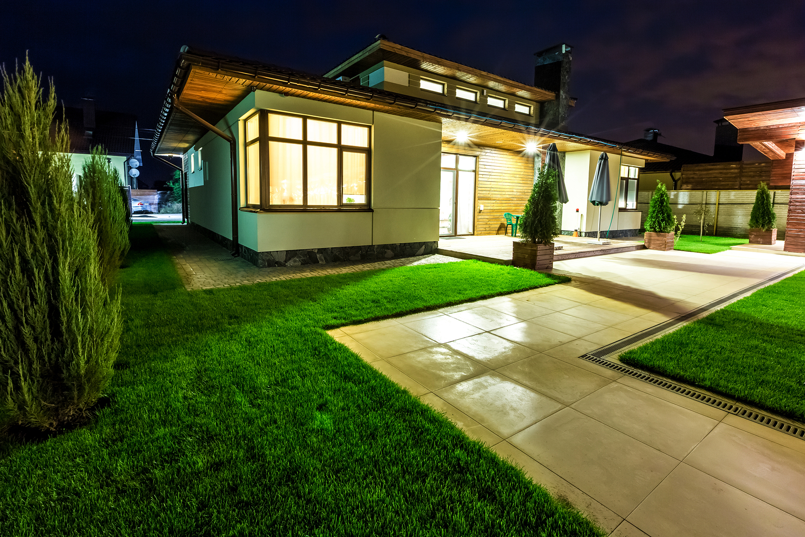 bigstock-Detached-house-at-night-view-f-115608170